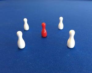 White 25mm 5-Pin Turned Skittles Set - FIBIS